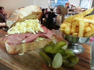 """THE """"NEW YORKER"""" – TRADITIONAL REUBEN SANGA OF SLICED CORNED BEEF SILVERSIDE, SWISS CHEESE"""
