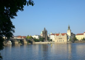 Karlsbrücke und Moldau