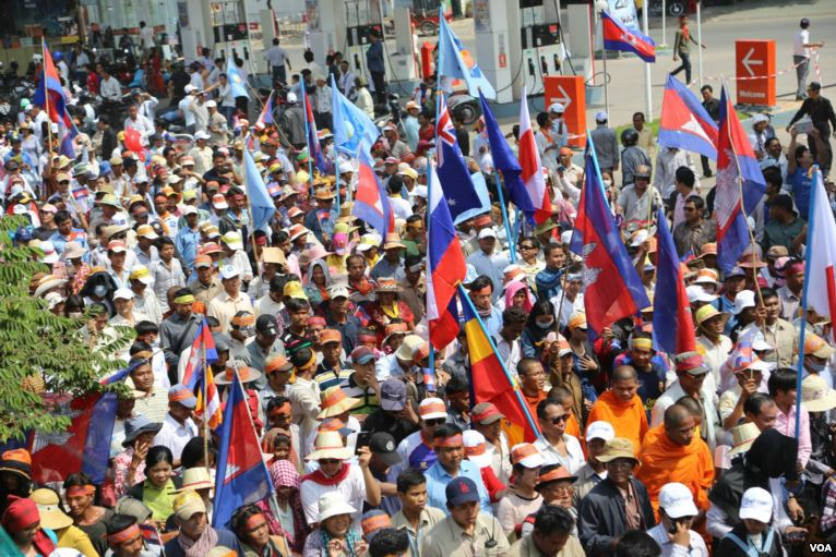 CNRP_protesters_raise_flags