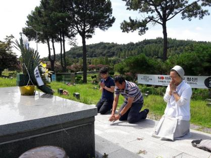 zarni paying homage to the mudered rights activists of S. Korea 26 Aug 2019