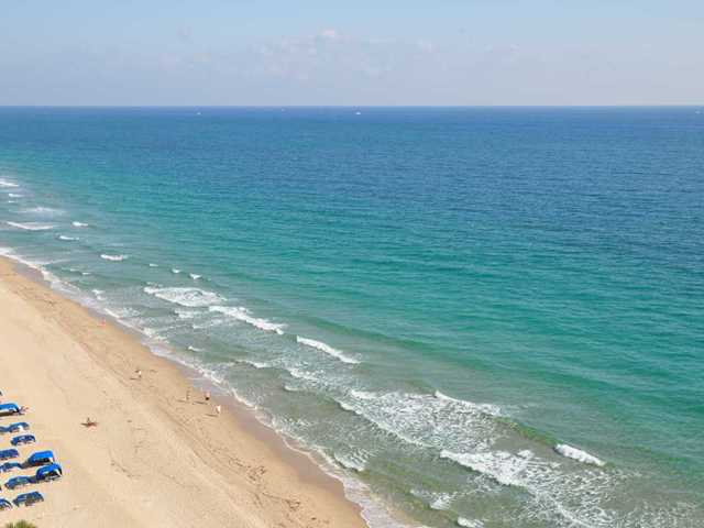 Views of the ocean and beach from Riviera here on Galt Ocean Mile / Ft Lauderdale