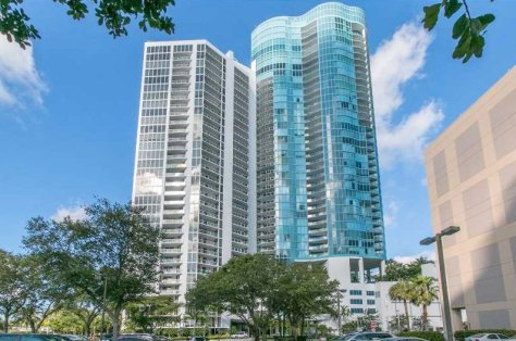Las Olas Riverhouse in Fort Lauderdale has some amazing 2 bedroom units!