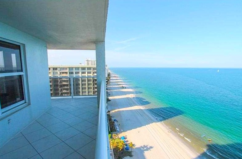Stunning Galt Ocean Mile views from a condo for sale in Playa del Sol