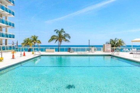 Pool views from Galt Ocean Mile condo rental in Playa del Mar