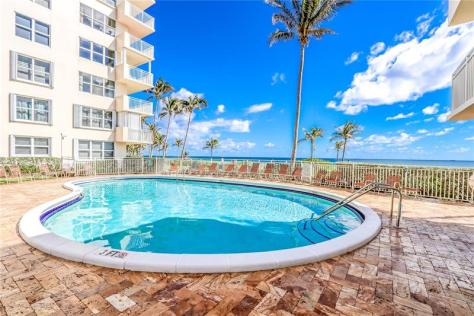 View of the pool at Sea Ranch Lakes North condominium Fort Lauderdale