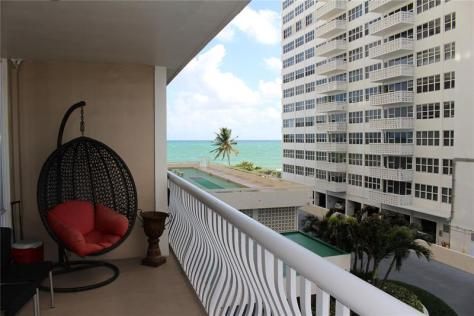 View Galt Ocean Mile condo pending sale Ocean Club 4020 Galt Ocean Drive Fort Lauderdale - Unit 204