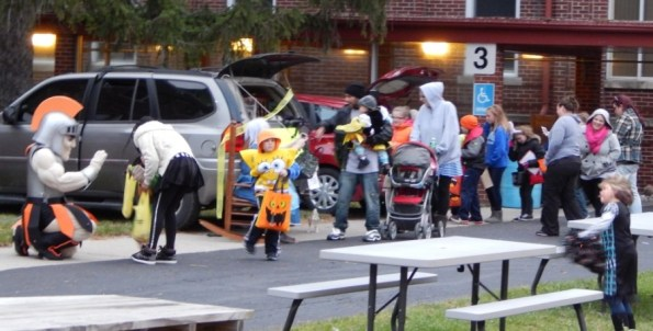 102915-trunk-o-treat-7250
