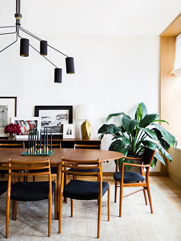 Royal Mid-Century Modern Dining Room Decor Ideas | For the Liang Run