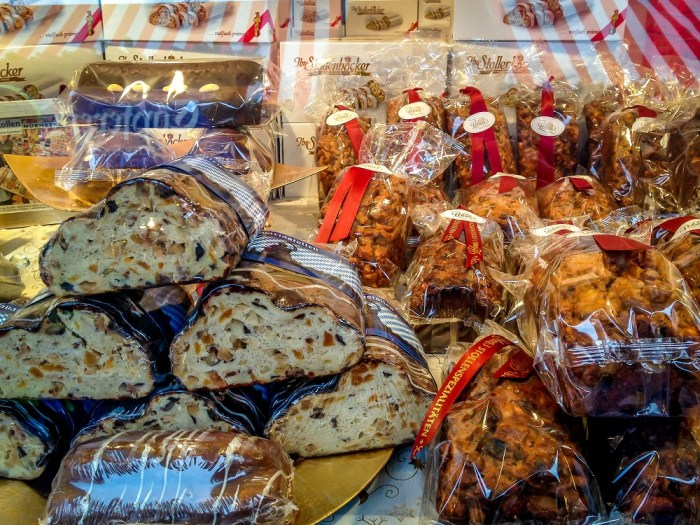 christmas-market-bread