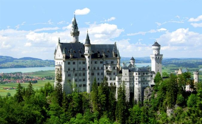Neuschwanstein_Castle_IamVagabond