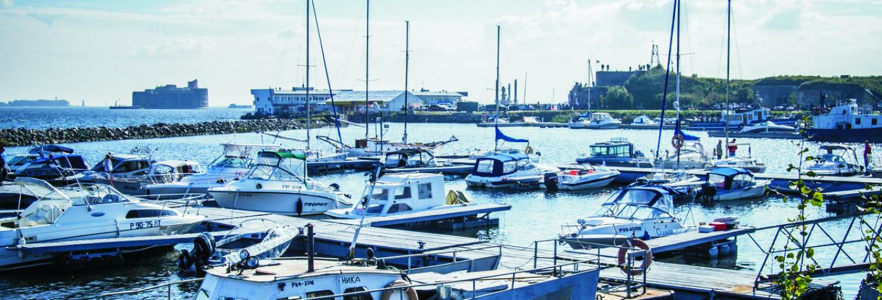 Яхт-клуб, летняя стоянка катеров и яхт