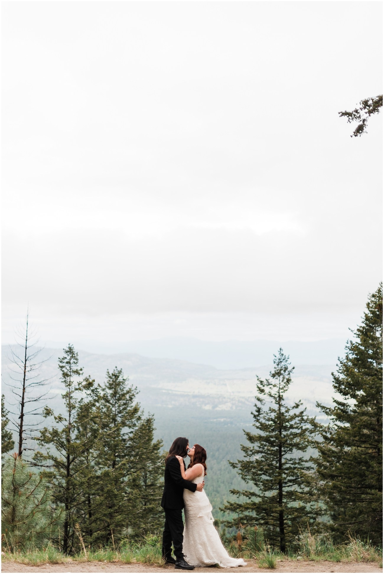 Photo of a bride and groom kissing by an overlook of Tunk Valley outside of Omak, WA by Forthright Photo