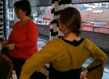 Espen er i gang med Lena sin Moy-kjole / Espen has started on Lena´s Moy-gown.