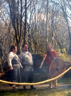 Espen slår av en prat. Foto tatt gjennom røyken fra bålet, men var det eneste vi hadde i år av romertidshøvdingen med full mundur, skjold og spyd / The Early Iron Age chieftain is chatting with Vikings (what a time travel!)