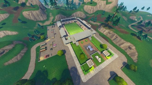 ジャンク・ジャンクションの東にあるサッカー場