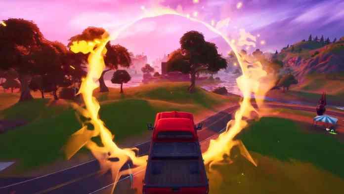 Fortnite In un veicolo, salta attraverso l'anello fiammeggiante a Salty Springs