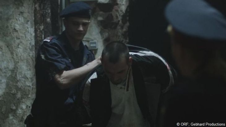 Sylvesters (Michael Steinocher) riskante Verfolgungsjagd endet nochmal glimpflich...