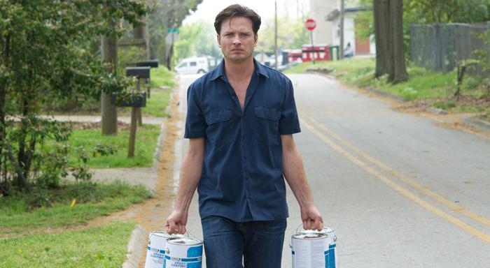 Schon ein Ereignis: Daniel Holden (Aden Young) kauft Farbe; Foto: SundanceTV