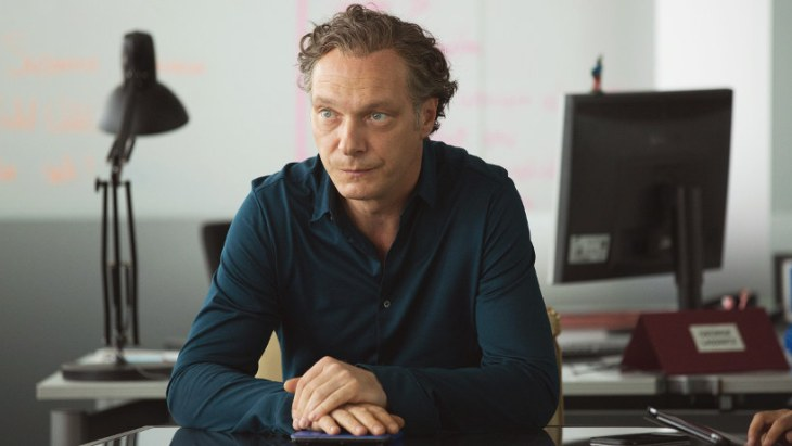 Wandelndes Klischee: Wahlkampfmanager Georg (Martin Brambach)
