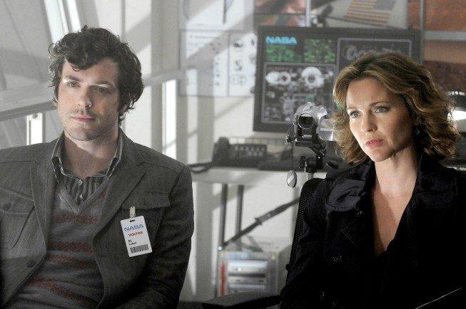 """Loker (Brendan Hines) und Foster (Kelli WIlliams) haben immer die Kamera dabei, um danach im """"Labor"""" die Gesichtsexpressionen studieren zu können, die ihnen zuvor entgangen waren; Foto: Fox/20th Century"""