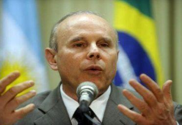 MANTEGA. Ministro brasileño.