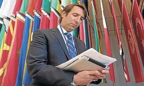 HERNÁN LORENZINO. Ministro de Economía.