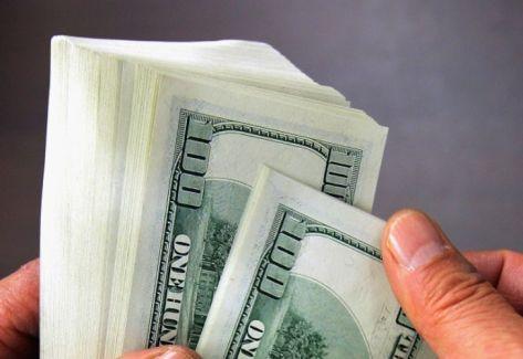 El dólar comienza la Semana Santa a la baja