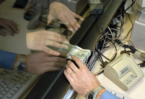 El dólar cierra con una leve alza