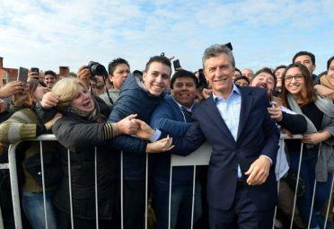 Los índices económicos caen, la imagen de Macri sube