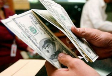 Después de un lunes sin actividad, el dólar comienza estable