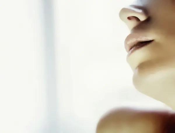 唇のほくろの位置で恋愛傾向が分かる6のほくろ占い