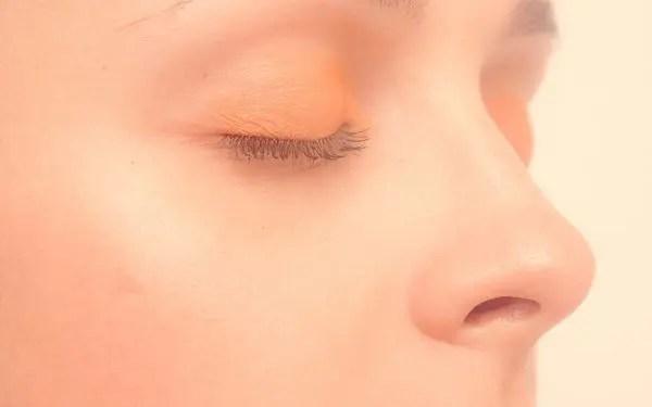 鼻周りのほくろの位置で恋愛傾向がわかる7のほくろ占い