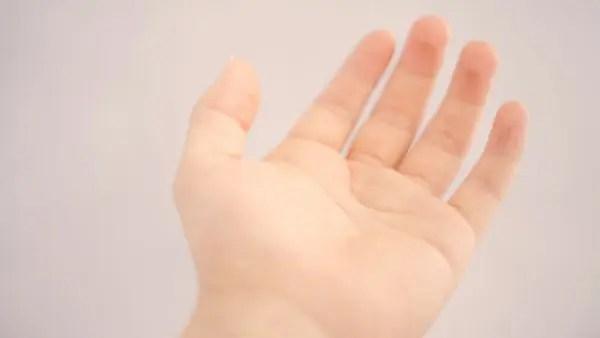 手のひらのほくろの位置で恋愛傾向が分かる9つのほくろ占い
