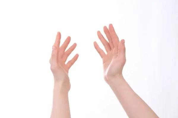 手のほくろの位置で性格が分かる8の手相占い