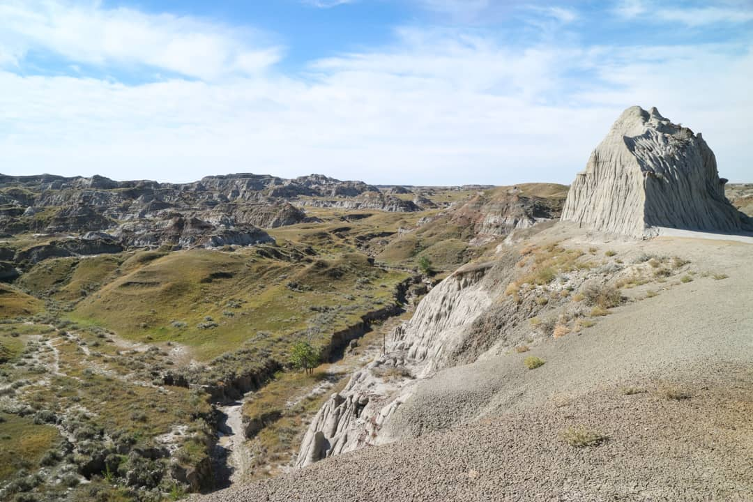Would you go on a hike to uncover 71-million-year-old dinosaur fossils? Then you must visit Dinosaur Provincial Park. Here are 5 reasons why you should this UNESCO World Heritage Site.