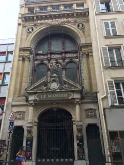 les anciens magasins de vente des faïenceries de Choisy-le-Roi