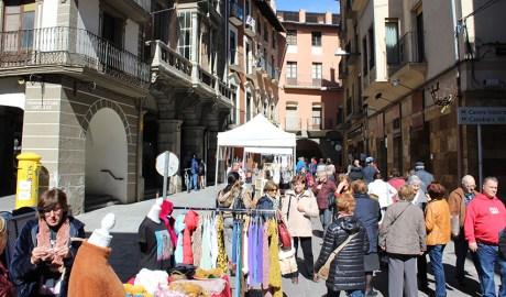 Parades de les botigues de la Seu d'Urgell al carrer