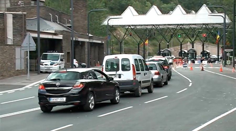 vehicles sortint del país