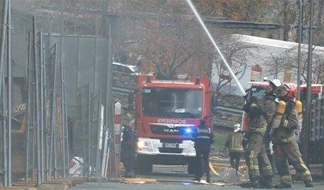 Els bombers actuant en un incendi