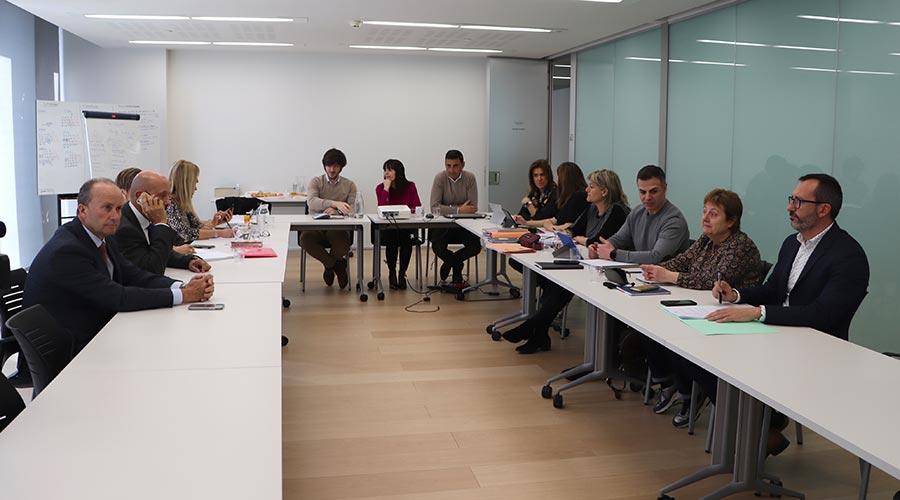 Reunió entre grups parlamentaris de la coalició de govern i membres de la taula interministerial per tractar trastorn de conducta i addiccions