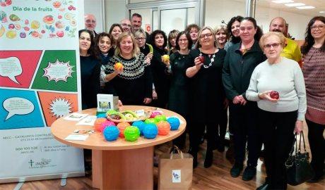 Treballadors de la Regió Sanitària de l'Alt Pirineu i l'Aran al sumar-se a la campanya 'Dia de la Fruita'