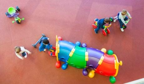 Infants jugant a la guarderia