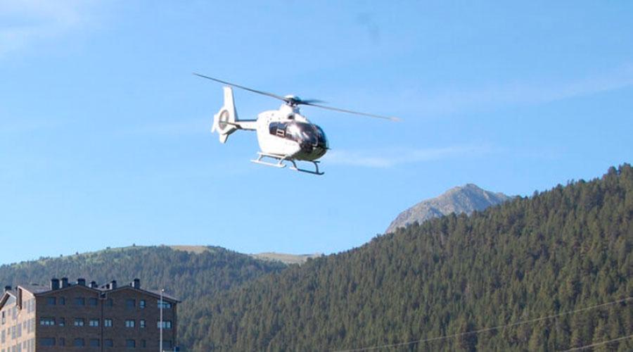 un helicòpter com l'utilitzat per a retirar les torres
