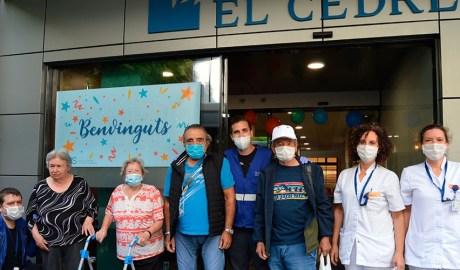 Padrins i sanitaris a l'entrada d'El Cedre