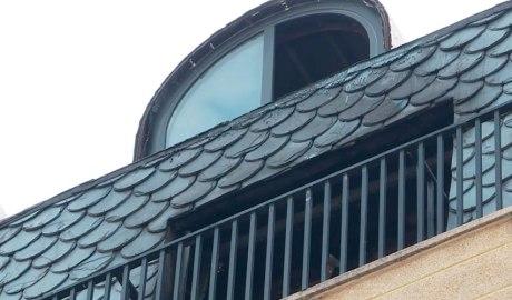 Finestra de l'habitatge afectat per l'incendi