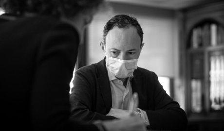 Xavier Espot amb mascareta durant una reunió