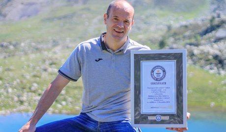 Ilde Lima exhibeix el guardó del Rècord Guinness a l'estany de les Abelletes