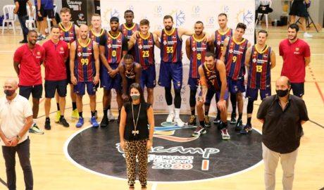 Entrega del II Trofeu Vila d'Encamp al Barça de Bàsquet