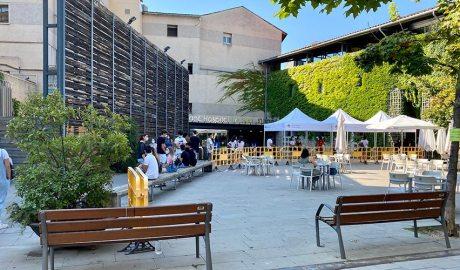 Cua per fer-se les proves de la COVID-19 al Centre Cívic El Passeig