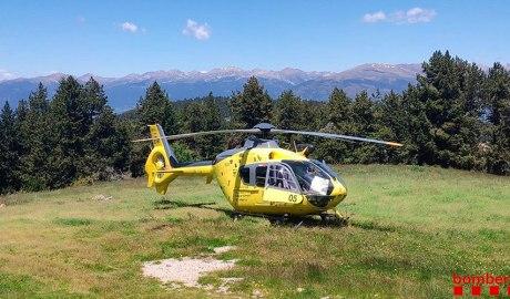 Helicòpter dels Bombers de la Generalitat en el rescat d'un excursionista al Moixeró